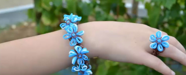 bracelet élastique fleur bleuets